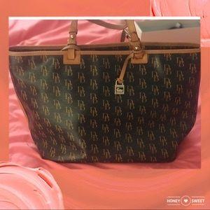 Un used Dooney Bag